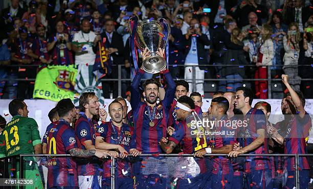Gerard Pique of FC Barcelona lifts the trophy following the UEFA Champions League Final match between Juventus and FC Barcelona at the Olympiastadion...