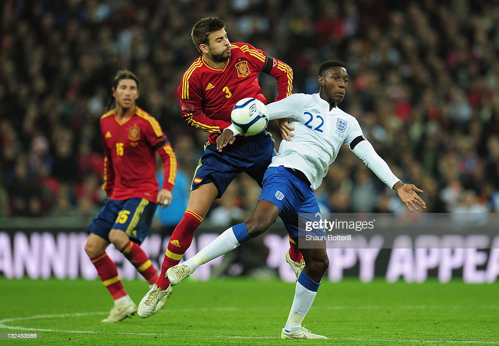 Gerard Pique of Spain battles with Danny Welbeck of England during the international friendly match between England and Spain at Wembley Stadium on November 12, 2011 in London, England.