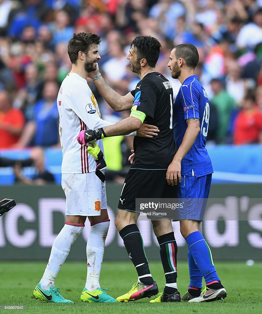 <a gi-track='captionPersonalityLinkClicked' href=/galleries/search?phrase=Gerard+Pique&family=editorial&specificpeople=227191 ng-click='$event.stopPropagation()'>Gerard Pique</a> (L) of Spain congratulates <a gi-track='captionPersonalityLinkClicked' href=/galleries/search?phrase=Gianluigi+Buffon&family=editorial&specificpeople=208860 ng-click='$event.stopPropagation()'>Gianluigi Buffon</a> (C) and <a gi-track='captionPersonalityLinkClicked' href=/galleries/search?phrase=Giorgio+Chiellini&family=editorial&specificpeople=605793 ng-click='$event.stopPropagation()'>Giorgio Chiellini</a> (R) of Italy after the UEFA EURO 2016 round of 16 match between Italy and Spain at Stade de France on June 27, 2016 in Paris, France.
