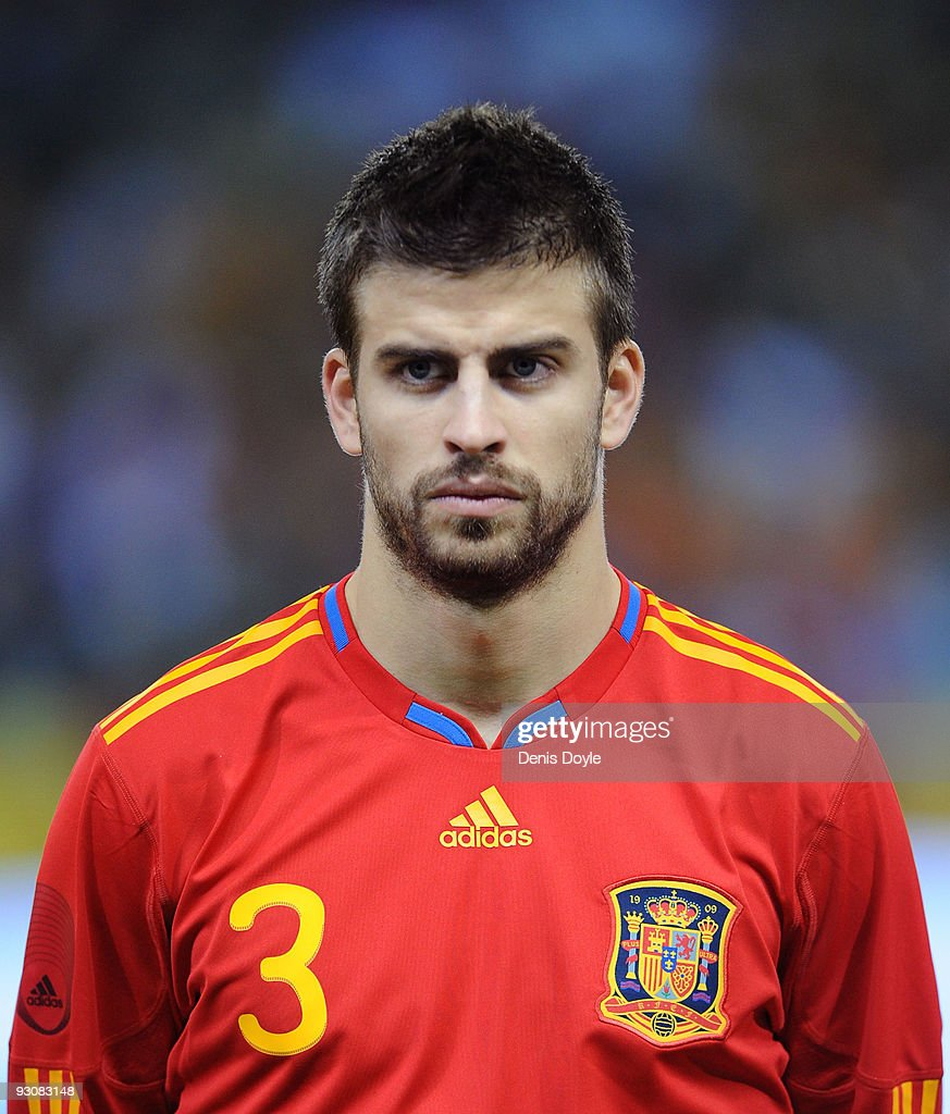 Gerard Pique of Spain lines-up before the International friendly match between Argentina and Spain at the Vicente Calderon stadium on November 14, 2009 in Madrid, Spain.