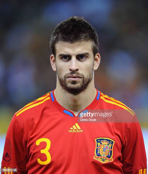 Gerard Pique of Spain linesup before the International friendly match between Argentina and Spain at the Vicente Calderon stadium on November 14 2009...
