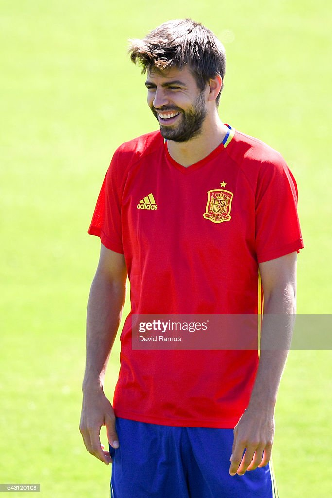 <a gi-track='captionPersonalityLinkClicked' href=/galleries/search?phrase=Gerard+Pique&family=editorial&specificpeople=227191 ng-click='$event.stopPropagation()'>Gerard Pique</a> of Spain looks on during a training session ahead of their UEFA Euro 2016 round of 16 match against Italy at Complexe Sportif Marcel Gaillard on June 26, 2016 in La Rochelle, France.