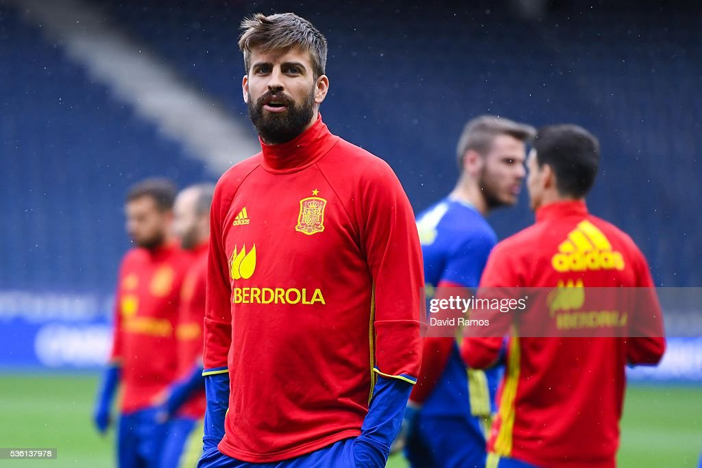 <a gi-track='captionPersonalityLinkClicked' href=/galleries/search?phrase=Gerard+Pique&family=editorial&specificpeople=227191 ng-click='$event.stopPropagation()'>Gerard Pique</a> of Spain looks on during a training session at the Red Bull Arena stadium on May 31, 2016 in Salzburg, Austria.