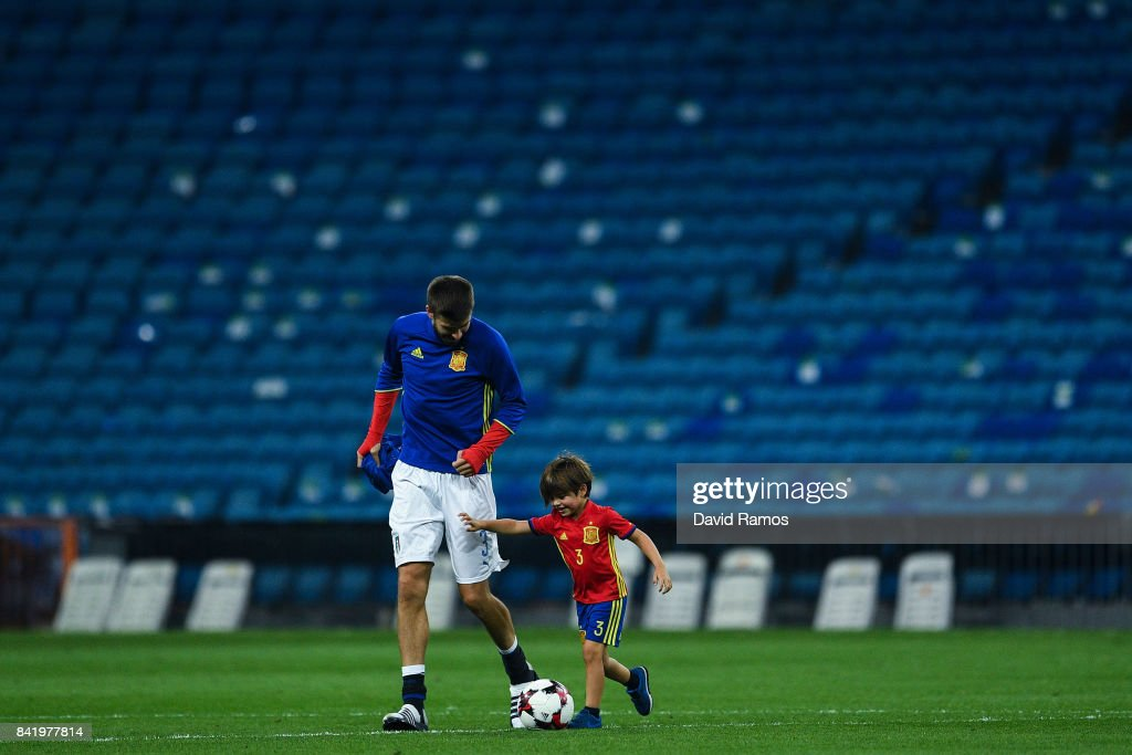 Gerard Pique of Spain plays with his son Milan Pique after the FIFA 2018 World Cup Qualifier between Spain and Italy at Estadio Santiago Bernabeu on September 2, 2017 in Madrid, Spain.
