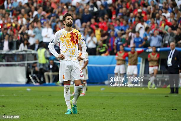 Gerard Pique of Spain reacts to a play during the UEFA EURO 2016 Round of 16 match between Italy and Spain at Stade de France on June 27 2016 in...