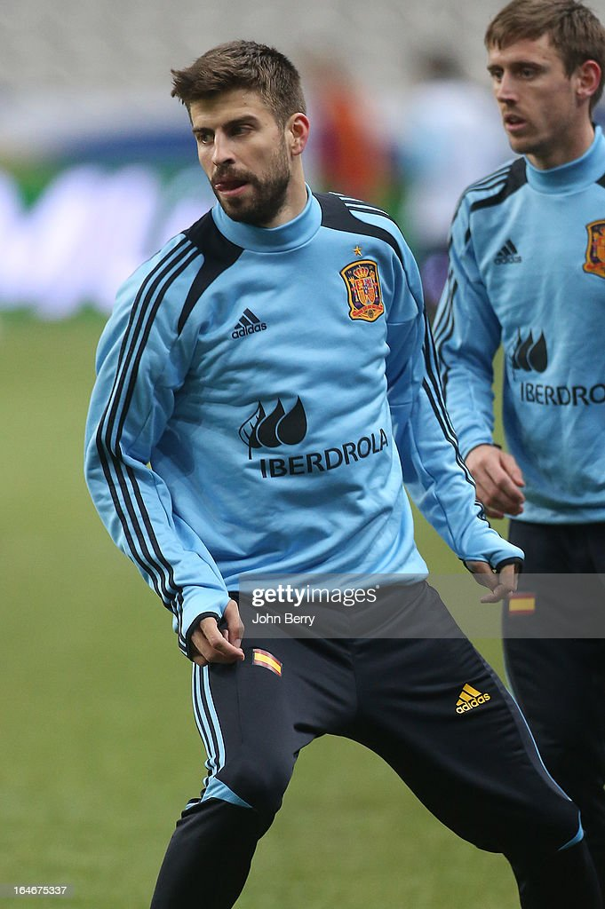<a gi-track='captionPersonalityLinkClicked' href=/galleries/search?phrase=Gerard+Pique&family=editorial&specificpeople=227191 ng-click='$event.stopPropagation()'>Gerard Pique</a> of Spain warms up during the practice session the day before the FIFA World Cup 2014 qualifier between France and Spain at the Stade de France on March 25, 2013 in Saint-Denis near Paris, France.