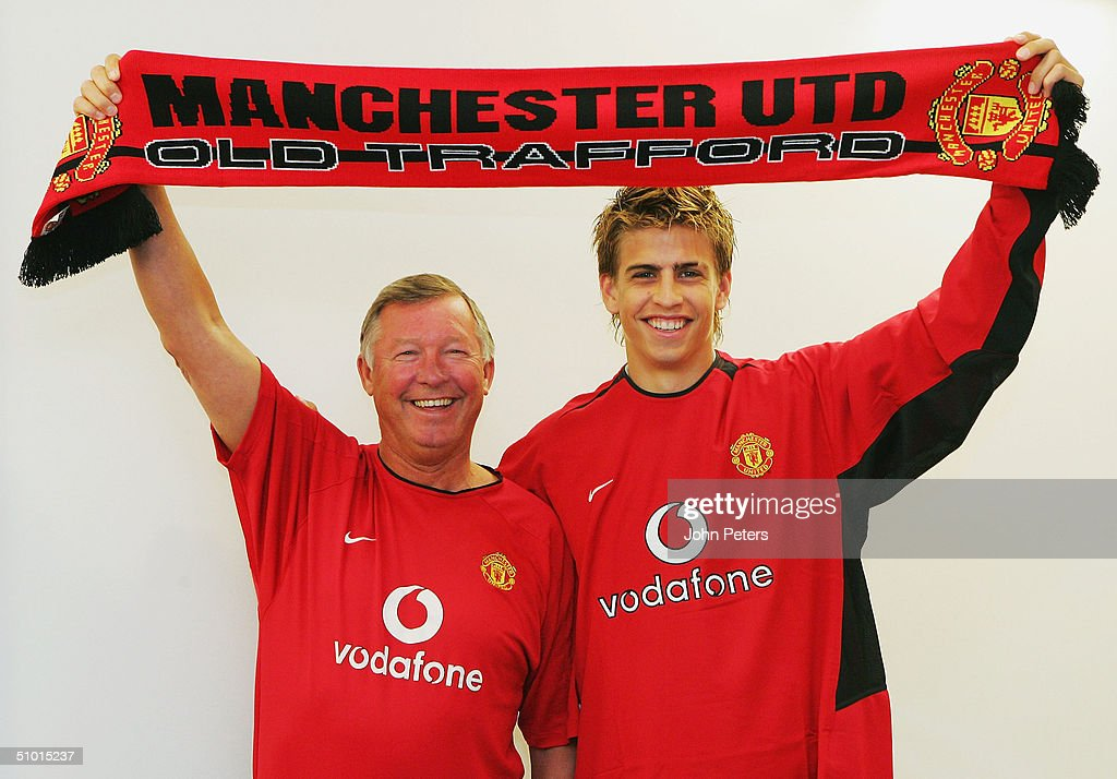 Gerard Pique Signs For Manchester United