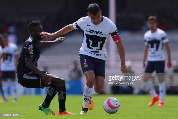Gerardo Alcoba of Pumas struggles for the ball with Aviles Hurtado of Monterrey during the 14th round match between Pumas UNAM and Monterrey as part...