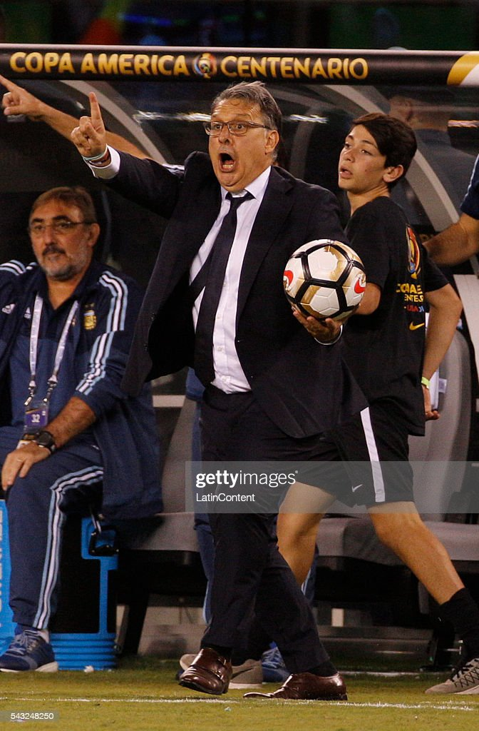 <a gi-track='captionPersonalityLinkClicked' href=/galleries/search?phrase=Gerardo+Martino&family=editorial&specificpeople=4362047 ng-click='$event.stopPropagation()'>Gerardo Martino</a>, coach of Argentina reacts with the ball during extra time in the championship match between Argentina and Chile at MetLife Stadium as part of Copa America Centenario US 2016 on June 26, 2016 in East Rutherford, New Jersey, US.