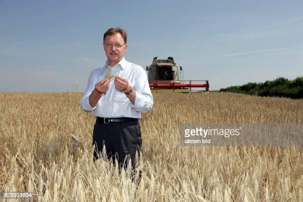 Gerd Sonnleitner Praesident Deutscher Bauernverband bei der Agro Glien GmbH in Brandenburg zum Ernteauftakt