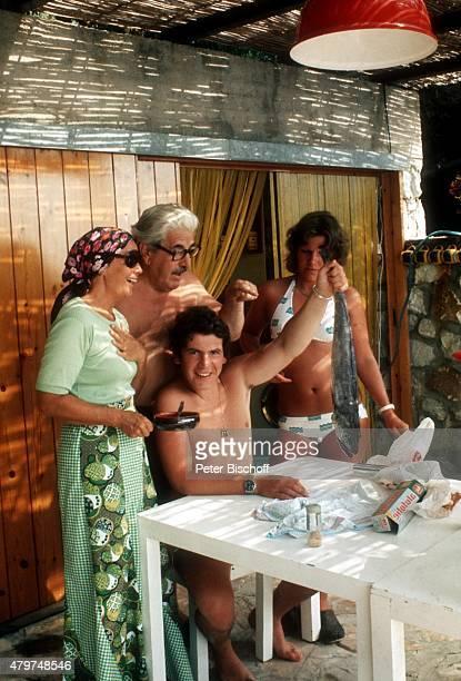'Gerda Millowitsch Willy Millowitsch Sohn Peter Millowitsch Tochter Mariele Millowitsch Urlaub im eigenen Ferienhaus am auf Insel Elba Italien '