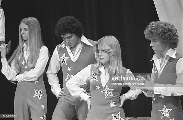 Geri Reischl Chris Knight Susan Olsen and Mike Lookinland rehearse on the set of The Brady Bunch Hour on January 18 1977 in Los Angeles California at...