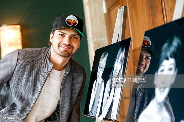 German actor Jimi Blue Ochsenknecht attends the photo exhibition 'Die Kunst des Kinderlaechelns' by Peter Badge on August 9 2016 in Berlin Germany...