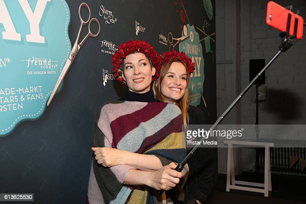German actress Cheryl Shepard and german actress Leonie Landa attend the Fan Made Day by Das Erste on October 9 2016 in Hamburg Germany