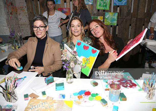 German actress Cheryl Shepard german actress Leonie Landa and german actress Maria Fuchs attend the Fan Made Day by Das Erste on October 9 2016 in...