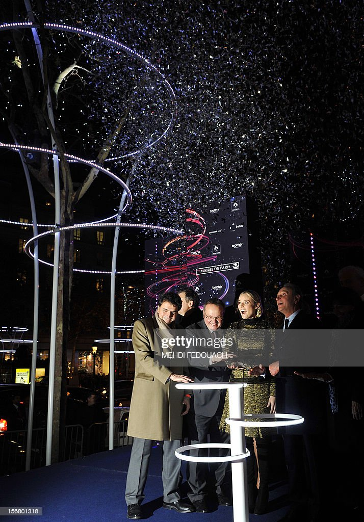 German actress Diane Kruger (2nd R), next to Paris' mayor Bertrand Delanoe (R) switchs on the Christmas lights on the Champs-Elysees avenue in Paris, on November 21, 2012. AFP PHOTO / MEHDI FEDOUACH