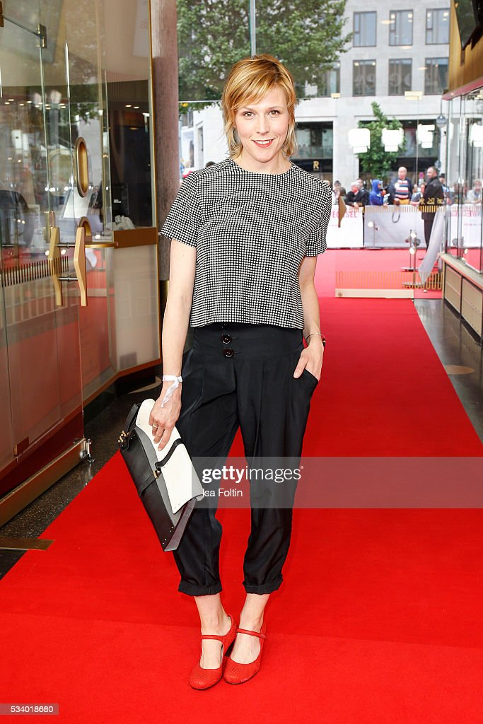 German actress <a gi-track='captionPersonalityLinkClicked' href=/galleries/search?phrase=Franziska+Weisz&family=editorial&specificpeople=2559481 ng-click='$event.stopPropagation()'>Franziska Weisz</a> (handbag by Stefanel) attends the premiere of the film 'Seitenwechsel' at Zoo Palast on May 24, 2016 in Berlin, Germany.