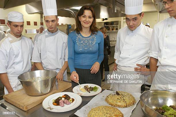 German actress Martina Gedeck tastes a dish cooked by French students during a visit at the French cooking school Ferrandi 22 January 2004 in Paris...