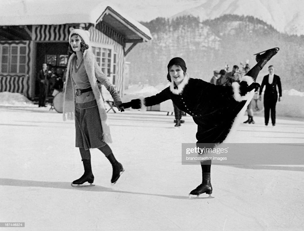 German actress Mulino Kluck (left) with Milian Ellis ice skating in St. Moritz. Switzerland. 1933. Photograph. (Photo by Imagno/Getty Images) Die deutsche Filmschauspielerin Mulino von Kluck (links) mit Milian Ellis beim Eislaufen in St. Moritz. Schweiz. Um 1933. Photographie.