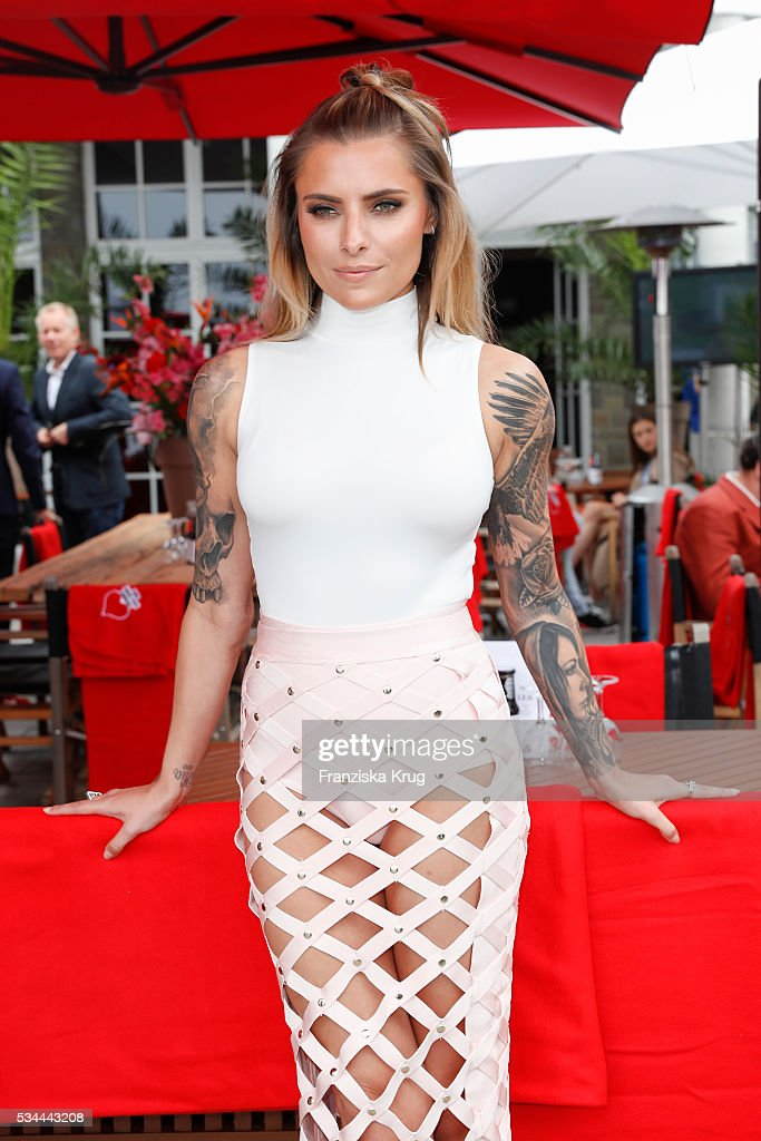 German actress <a gi-track='captionPersonalityLinkClicked' href=/galleries/search?phrase=Sophia+Thomalla&family=editorial&specificpeople=3967300 ng-click='$event.stopPropagation()'>Sophia Thomalla</a> during the 'Ein Herz fuer Kinder' summer party at Wannseeterrassen on May 26, 2016 in Berlin, Germany.