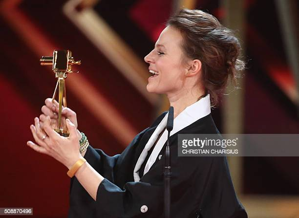 German actresss Maria Simon receives the Golden Camera award for Best German actress in Hamburg northern Germany on February 6 2016 / AFP / POOL /...