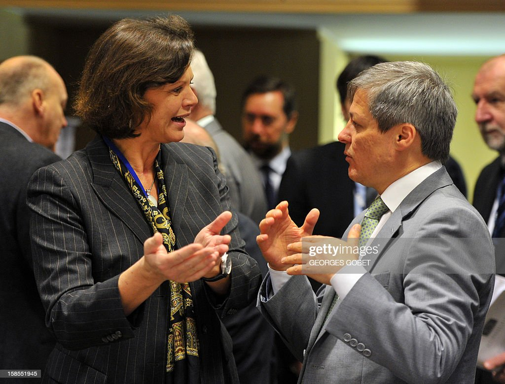 German Agriculture Minister Ilse Aigner (L) and EU agriculture and rural development commissioner Dacian Ciolos talk on December 19, 2012 before an Agriculture and Fisheries Council meeting at EU headquarters in Brussels. AFP PHOTO / GEORGES GOBET