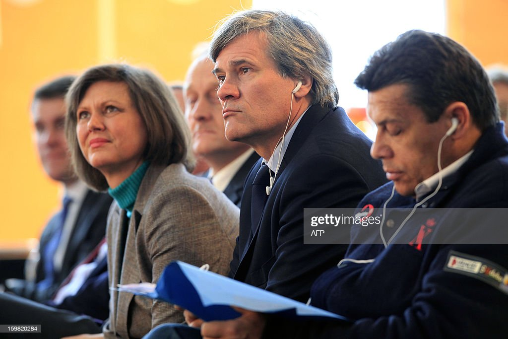 German Agriculture Minister Ilse Aigner (2nd L) and her French counterpart Stephane Le Foll (2nd R) attend a workshop for young adults of both nations during the Gruene Woche (Green Week) as part of the celebration of the 50th anniversary of the Elysee treaty, at the exhibition grounds in Berlin, Germany on January 21, 2013.