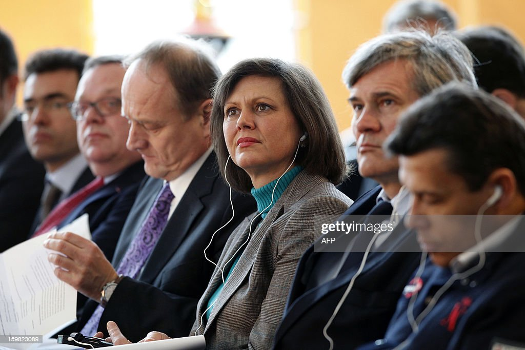 German Agriculture Minister Ilse Aigner () and her French counterpart Stephane Le Foll (2nd R) attend a workshop for young adults of both nations during the Gruene Woche (Green Week) as part of the celebration of the 50th anniversary of the Elysee treaty, at the exhibition grounds in Berlin, Germany on January 21, 2013. AFP PHOTO / FREDERIC LAFARGUE