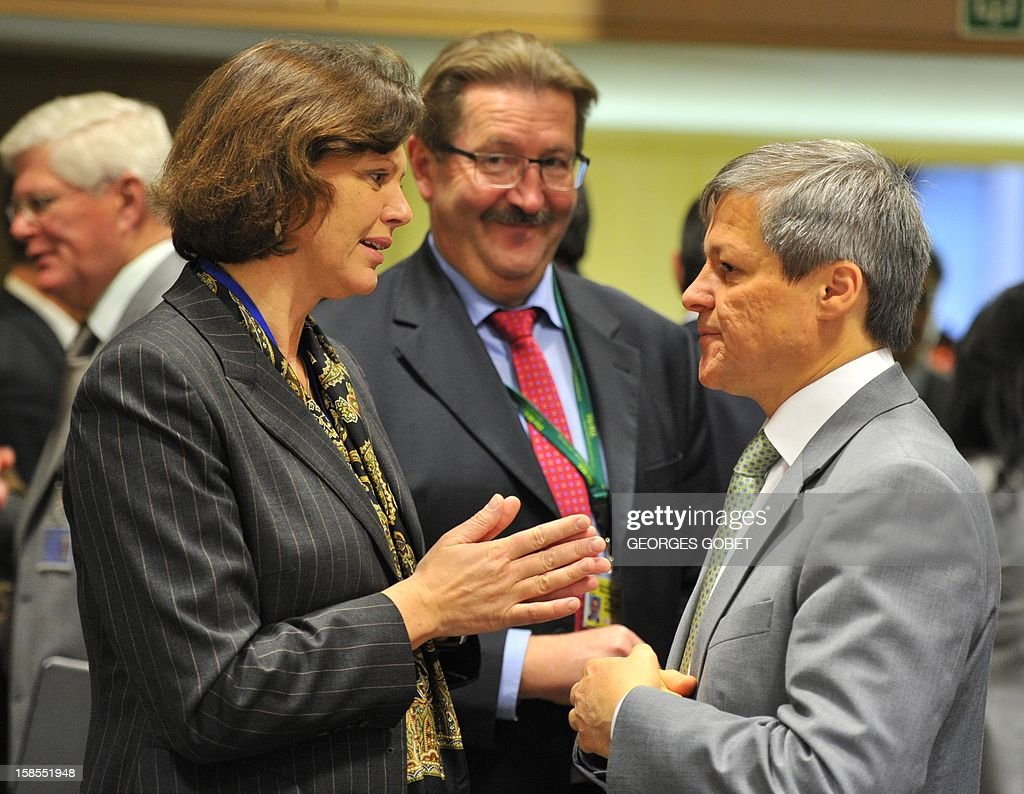 German Agriculture Minister Ilse Aigner (L), German Agriculture State Secretary Robert Kloos (C) and EU agriculture and rural development commissioner Dacian Ciolos talk on December 19, 2012 before an Agriculture and Fisheries Council meeting at EU headquarters in Brussels.