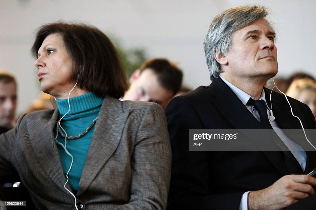 German Agriculture Minister Ilse Aigner L) and her French counterpart Stephane Le Foll (R) attend a workshop for young adults of both nations during the Gruene Woche (Green Week) as part of the celebration of the 50th anniversary of the Elysee treaty, at the exhibition grounds in Berlin, Germany on January 21, 2013.