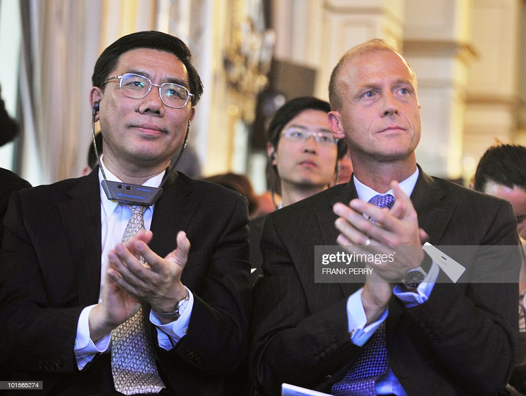 German Airbus President and Chief Executive Officer Thomas Enders (R) and Chairman of the Board of the Industrial and Commercial Bank of China Jian Qing Jiang applaud during the opening ceremony of the 8th World Investment Conference (WIC), on June 2, 2010 in the French western city of La Baule. The WIC whose annual theme is dedicated to 'Europe�s attractiveness in a changing world' runs from June 2, 2010 to next June 4.