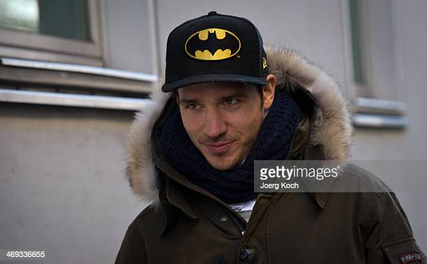 German alpineskier Felix Neureuther leaves the surgery of Doctor HansWilhelm MuellerWohlfahrt and walks to a car on February 14 2014 in Munich...