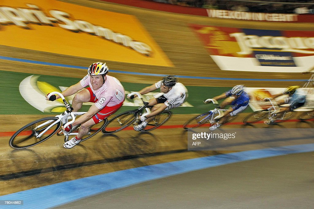 German Andreas Beikirch and Dutch Robert Slippens compete during the second day of the Gent six days indoor cycling race 21 November 2007 in the...