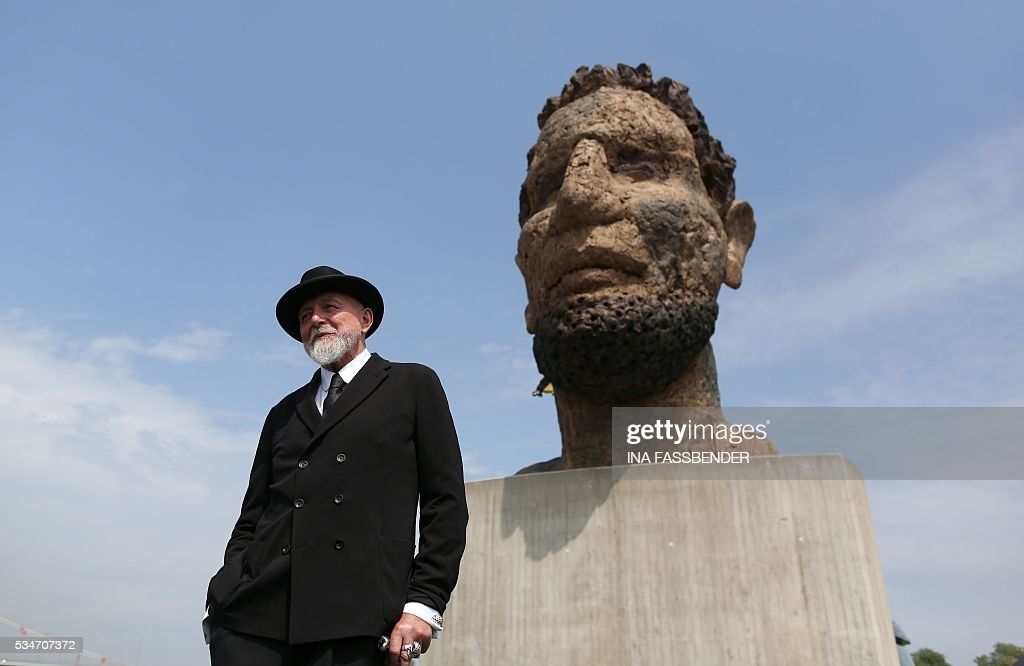 German artist Markus Luepertz poses during the unveiling ceremony of his sculpture 'Echo of Poseidon' on the Mercator Island on May 27, 2016, in Duisburg, western Germany. The renowned sculptor has designed the bust for the 300th anniversary of the Port of Duisburg. / AFP / dpa / Ina Fassbender / Germany OUT / RESTRICTED