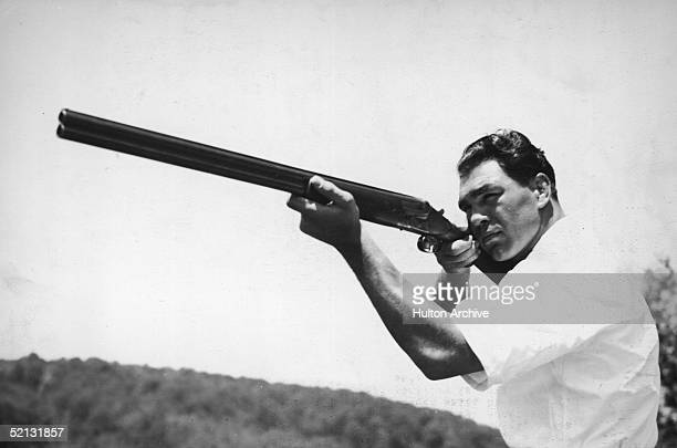 German boxer Max Schmeling holds a rifle at shooting practice early 1930s Schmeling the former world's heavyweight champion is also a master of this...
