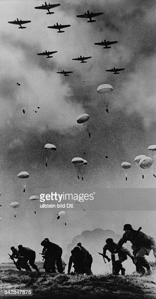 German campaign in Greece/ conquest of Crete German paratroopers landing in Crete May 20/21 1941