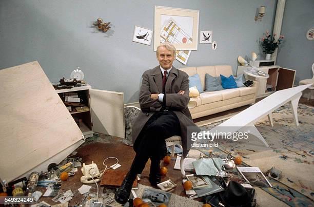 German cartoonist and actor Vicco von Bülow Loriot in the sketch 'Room destruction'