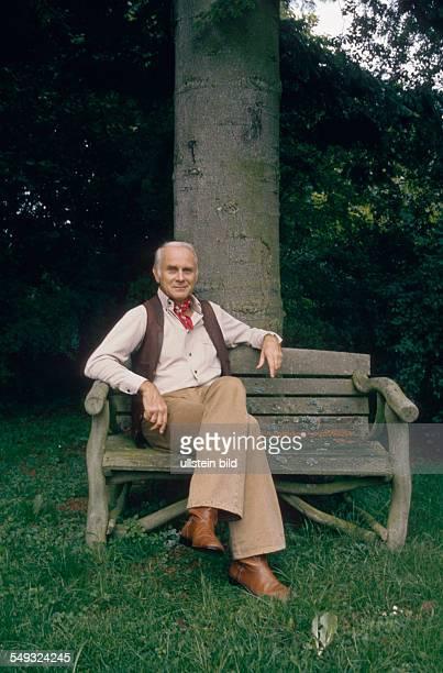 German cartoonist and actor Vicco von Bülow Loriot sitting in his garden in Gauting