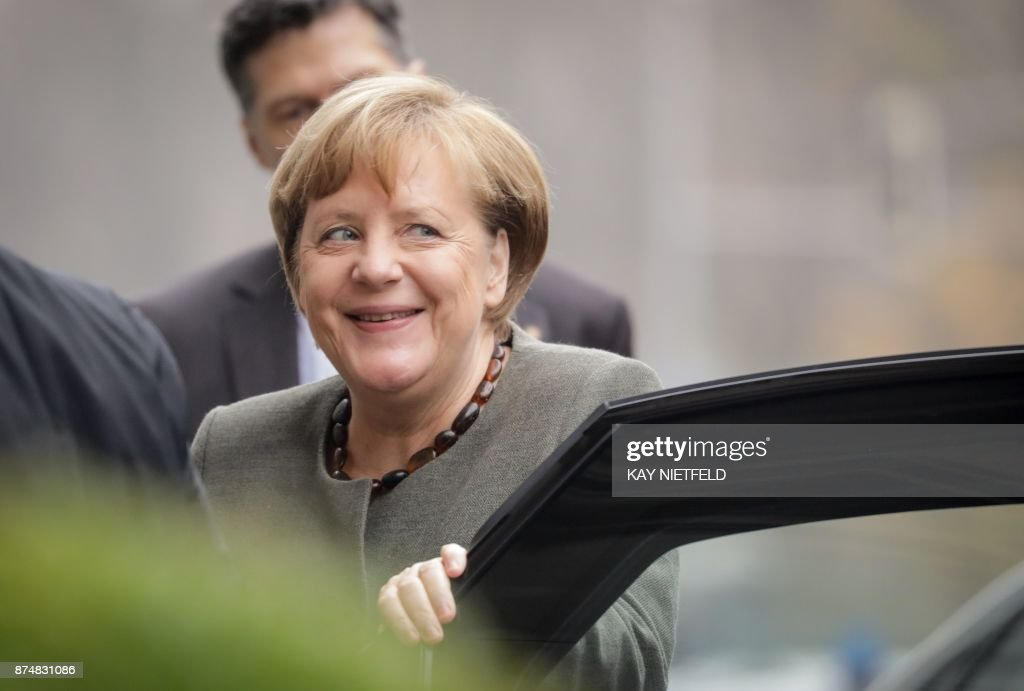 German Chancellor Angela Merkel, also leader of the conservative Christian Democratic Union (CDU) party, arrives for further exploratory talks with members of potential coalition parties to form a new government on November 16, 2017 in Berlin. / AFP PHOTO / DPA / Kay Nietfeld / Germany OUT