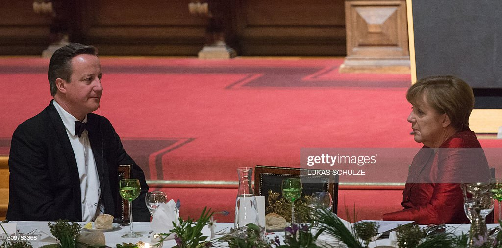 German Chancellor Angela Merkel and British Prime Minister David Cameron attend the Matthiae-Mahl Dinner in Hamburg, northern Germany on February 12, 2016. / AFP / DPA / Lukas Schulze / Germany OUT