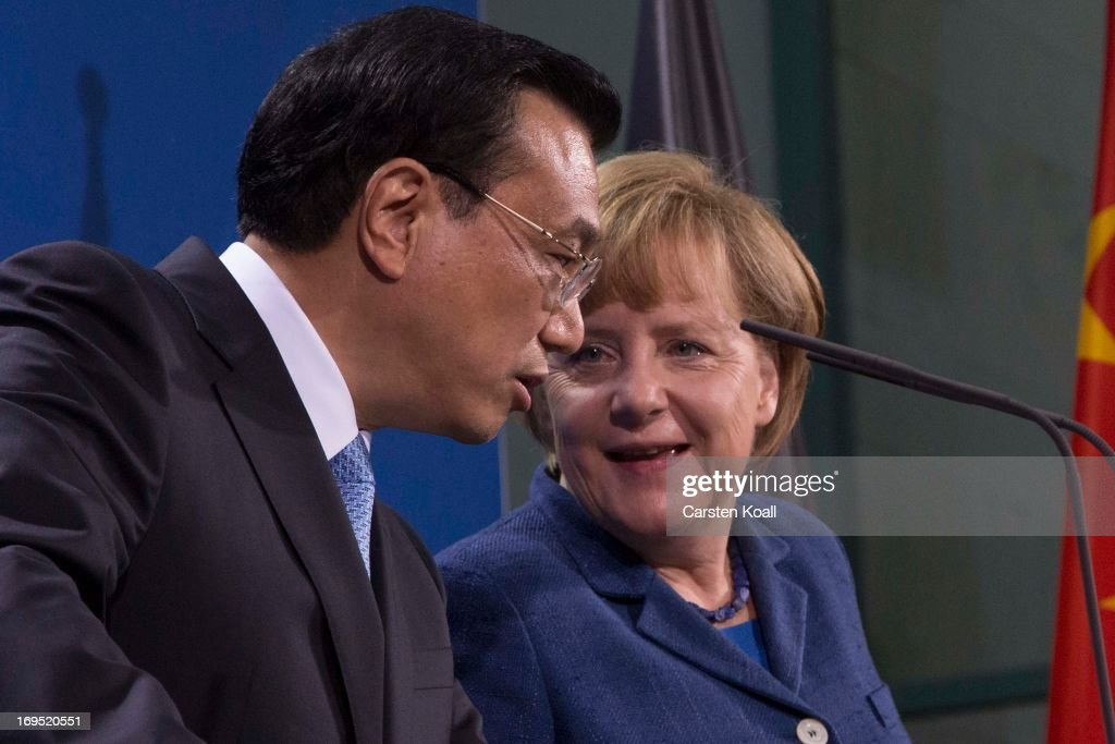 German Chancellor <a gi-track='captionPersonalityLinkClicked' href=/galleries/search?phrase=Angela+Merkel&family=editorial&specificpeople=202161 ng-click='$event.stopPropagation()'>Angela Merkel</a> (R) and Chinese Prime Minister <a gi-track='captionPersonalityLinkClicked' href=/galleries/search?phrase=Li+Keqiang&family=editorial&specificpeople=2481781 ng-click='$event.stopPropagation()'>Li Keqiang</a> (L) attend a press conference at the Chancellery on May 26, 2013 in Berlin, Germany. On his first official visit to Germany as prime minister Mr. Li is scheduled to meet with German government officials and business representatives.