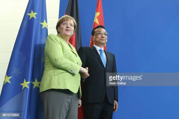 German Chancellor Angela Merkel and Chinese Prime Minister Li Keqiang shake hands after speaking to the media at the Chancellery on June 1 2017 in...
