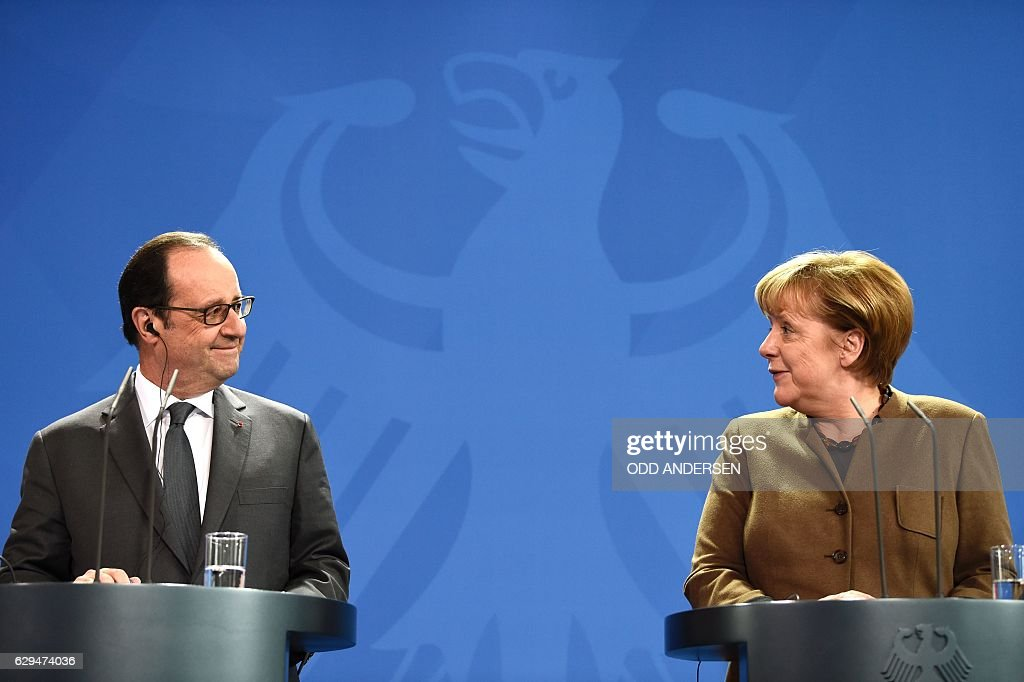 German Chancellor Angela Merkel (R) and French President Francois Hollande give a joint press conference on December 13, 2016 at the Chancellery in Berlin. / AFP / ODD