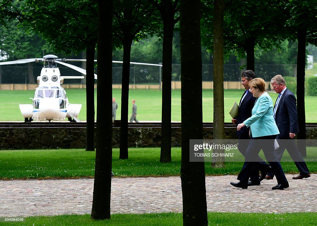 German Chancellor Angela Merkel and German Vice Chancellor, Economy and Energy Minister Sigmar Gabriel arrive for a news conference after a meeting of the German government at the Meseberg castle guest house on May 25, 2016.