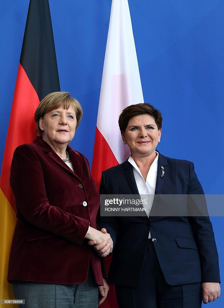 German Chancellor Angela Merkel (L) and Polish Prime Minister Beata Szydlo shake hands after a press statement at the Chancellery in Berlin on February 12, 2016. / AFP / Ronny Hartmann