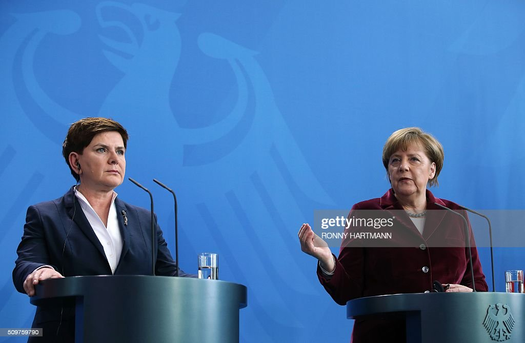 German Chancellor Angela Merkel (R) and Polish Prime Minister Beata Szydlo attend a press statement at the Chancellery in Berlin on February 12, 2016. / AFP / Ronny Hartmann