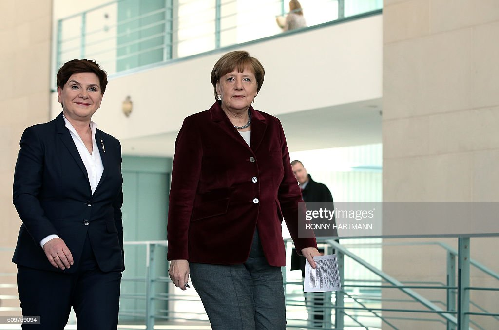 German Chancellor Angela Merkel (R) and Polish Prime Minister Beata Szydlo arrive prior to a press statement at the Chancellery in Berlin on February 12, 2016. / AFP / Ronny Hartmann