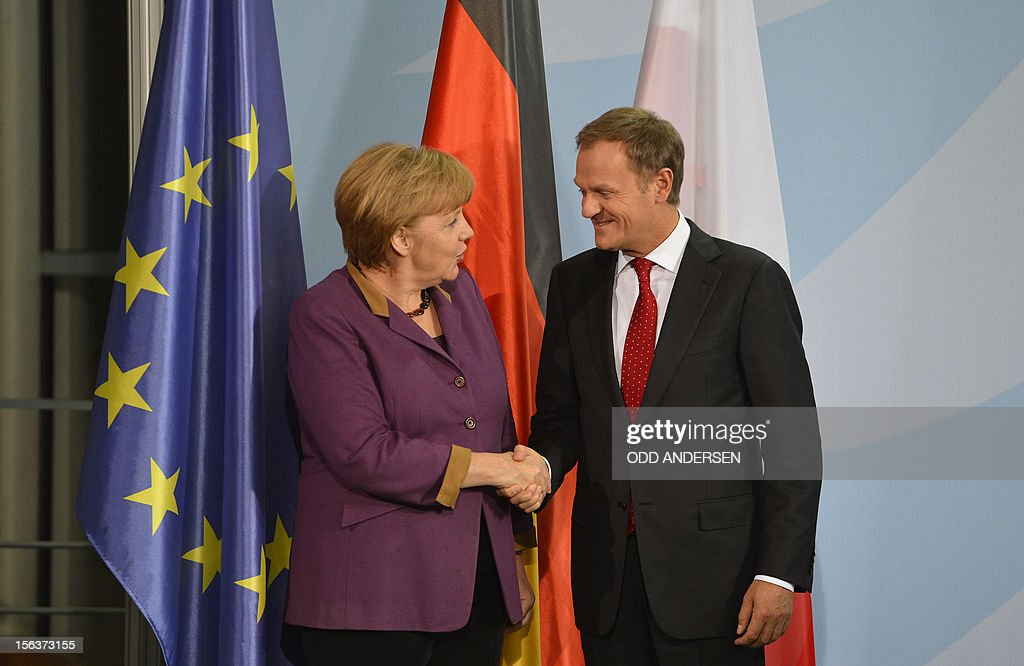 German Chancellor Angela Merkel (L) and Polish Prime Minister Donald Tusk shake hands during a joint press conference as they met at the Chancellery in Berlin on November 14, 2012 for talks focused on the forthcoming EU summit on the bloc's seven-year budget.
