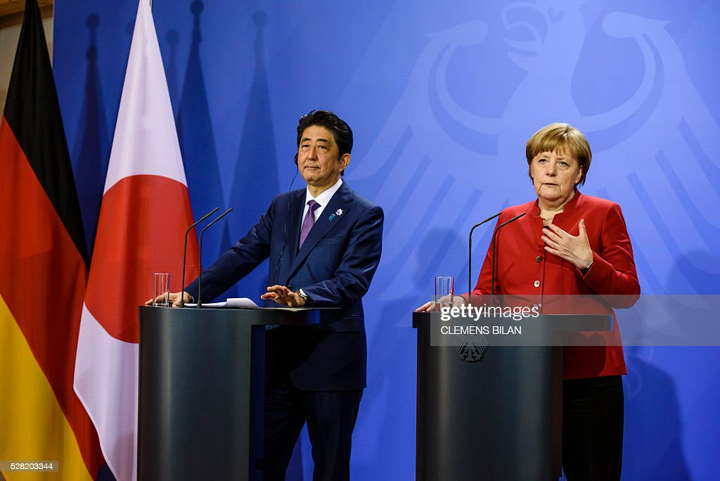 German Chancellor Angela Merkel and the Japanese Prime Minister Shinzo Abe hold a press conference after bilateral talks at the state guest house 'Schloss Meseberg' in Gransee in Brandenburg near Berlin, on May 4, 2016. / AFP / CLEMENS