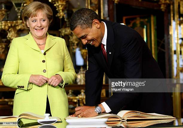 German Chancellor Angela Merkel and US President Barack Obama sign in a golden book in the 'Gruenes Gewoelbe' on June 5 2009 in Dresden Germany Obama...